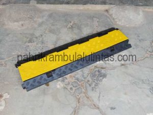 Speed Bump With Cableprotector